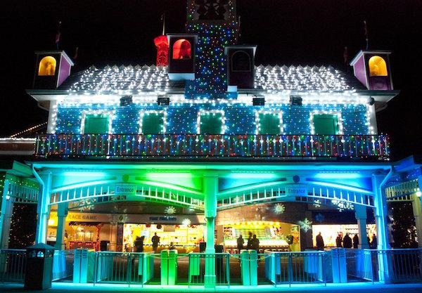 lake compounce holiday lights