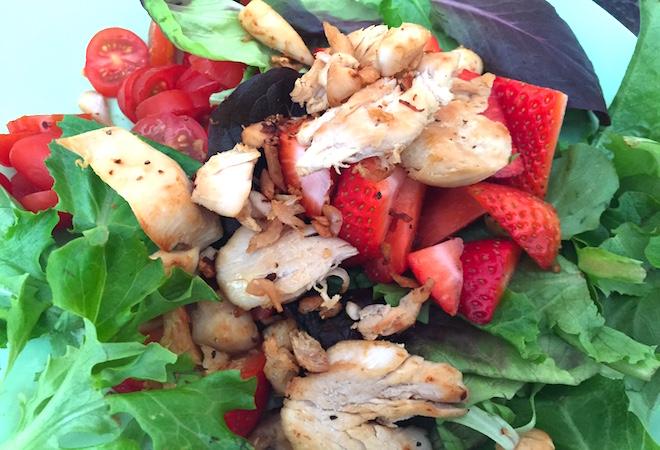 Ensaladas de verano pollo y fresas
