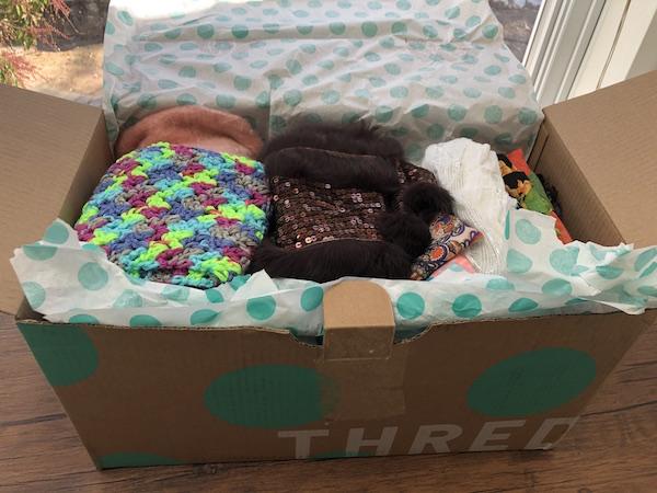 Caja de ThredUp bufandas