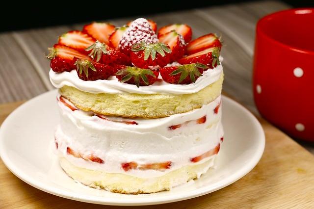 pastel blanco relleno fresas receta